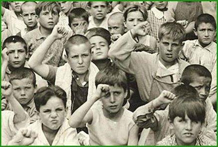 Resultado de imagen de fotos de niños españoles en la posguerra
